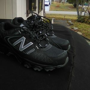 Men's NEW BALANCE 421 Training Sneakers